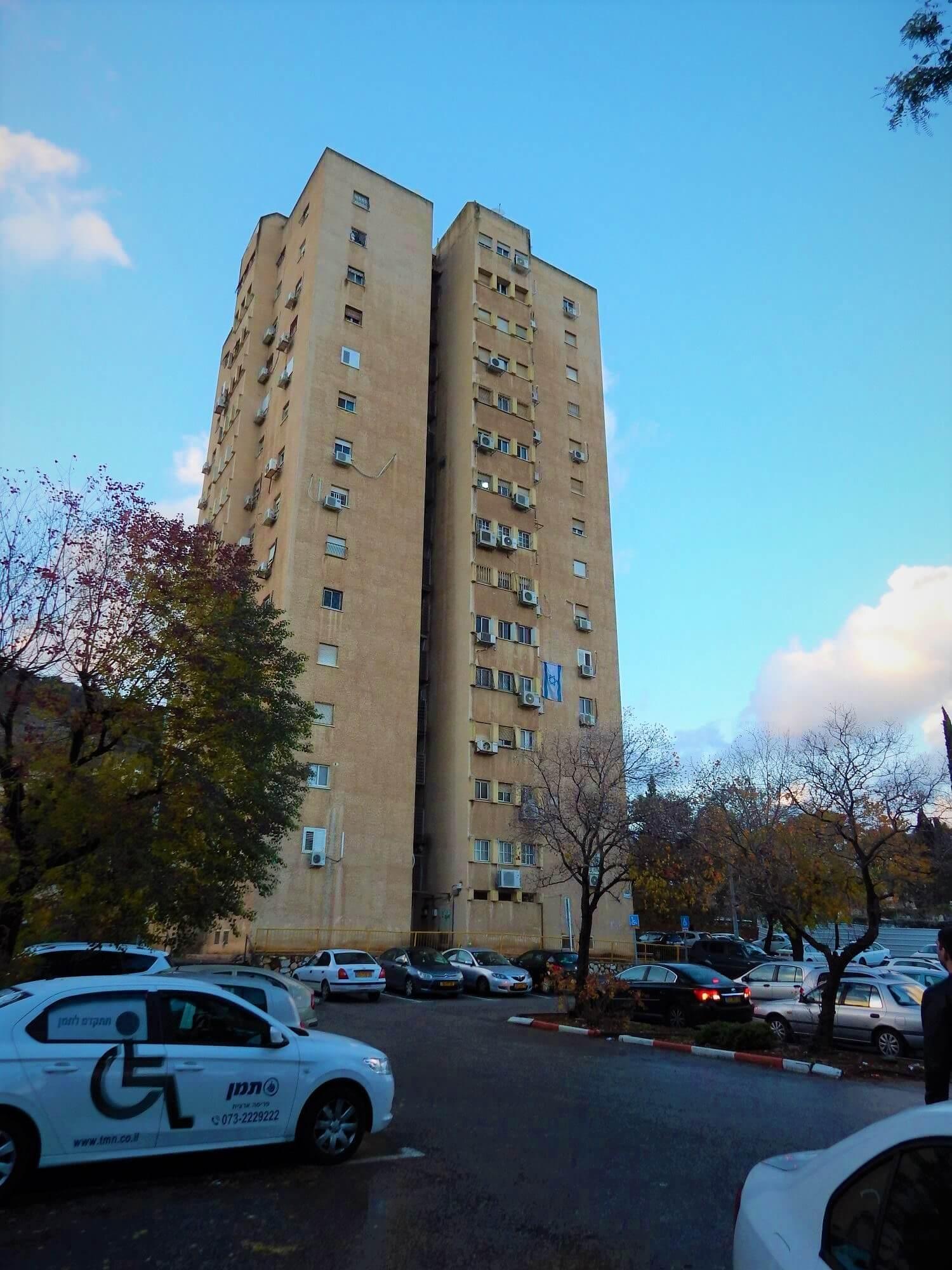 הדמיה לבניין רב קומות לפני